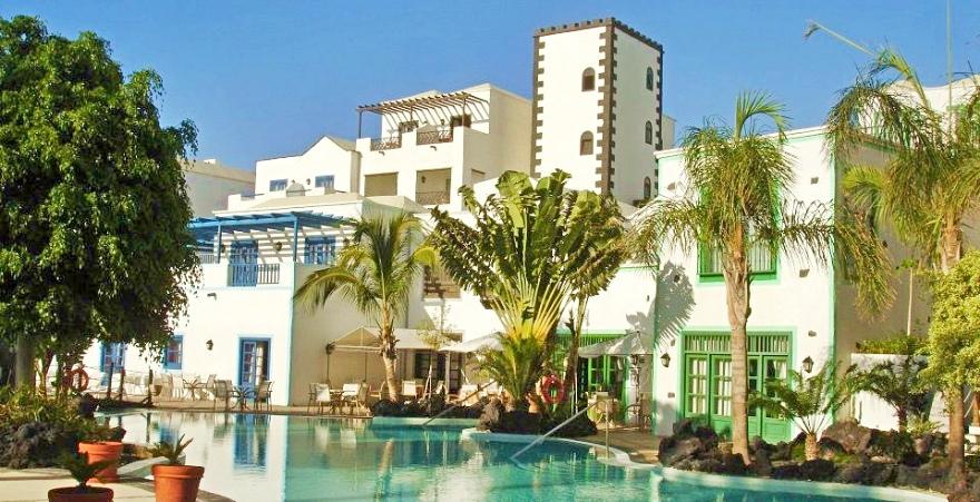 piscinas inspiradas en espacios naturales THe Volcan Lanzarote